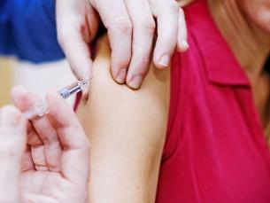 Vacina e exames ajudam a evitar câncer do colo do útero