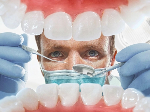 Ir ao dentista a cada seis meses ajuda à prevenir o câncer de boca